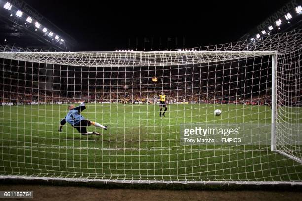 Arsenal's Patrick Vieira watches as his penalty rebounds off the bar with Galatasaray goalkeeper Taffarel beaten
