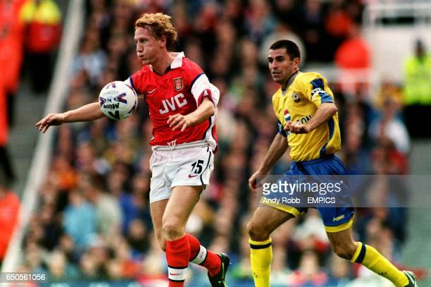 Arsenal's Ray Parlour gets away from Southampton's Francis Benali