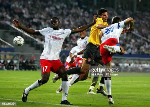 Arsenal's Robin Van Persie tussles with Hamburg's Boubacar Sanogo and Danijel Ljuboja during the UEFA Champions League Group G match at the AOL Arena...