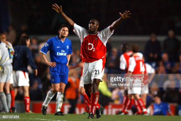 Arsenal's Sol Campbell celebrates as Chelsea's Frank Lampard looks on