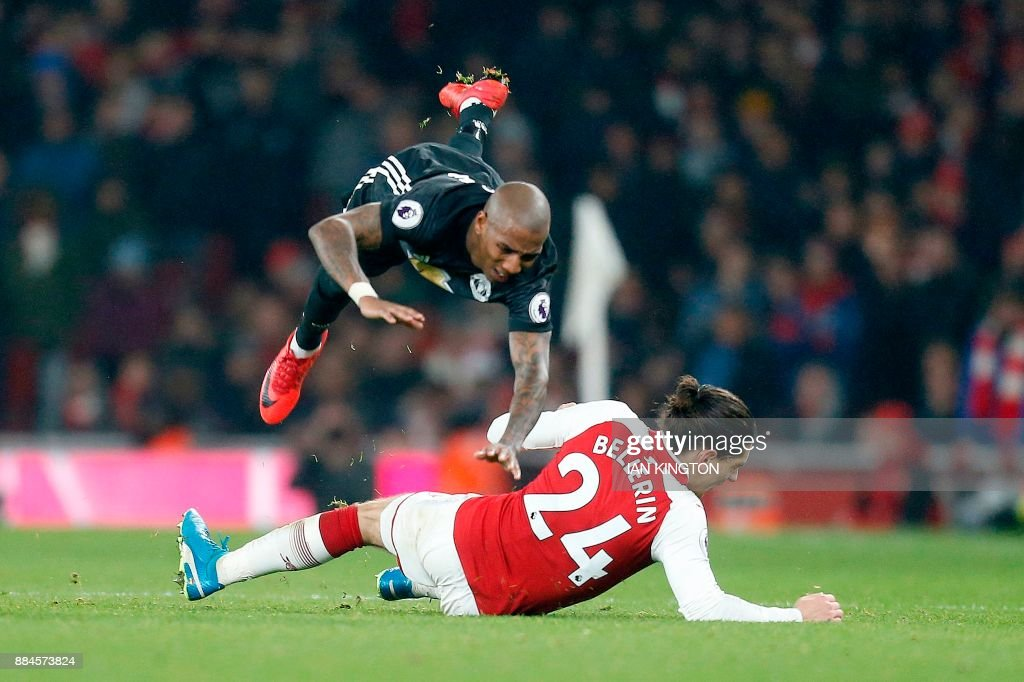 Arsenal's Spanish defender Hector Bellerin (R) fouls Manchester United's English midfielder Ashley Young during the English Premier League football match between Arsenal and Manchester United at the Emirates Stadium in London on December 2, 2017. Manchester United won 3-1. / AFP PHOTO / IKIMAGES / Ian KINGTON / RESTRICTED TO EDITORIAL USE. No use with unauthorized audio, video, data, fixture lists, club/league logos or 'live' services. Online in-match use limited to 45 images, no video emulation. No use in betting, games or single club/league/player publications.