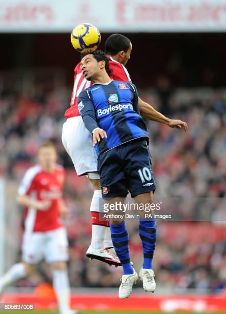 Arsenal's Theo Walcott and Sunderland's Kieran Richardson battle for the ball