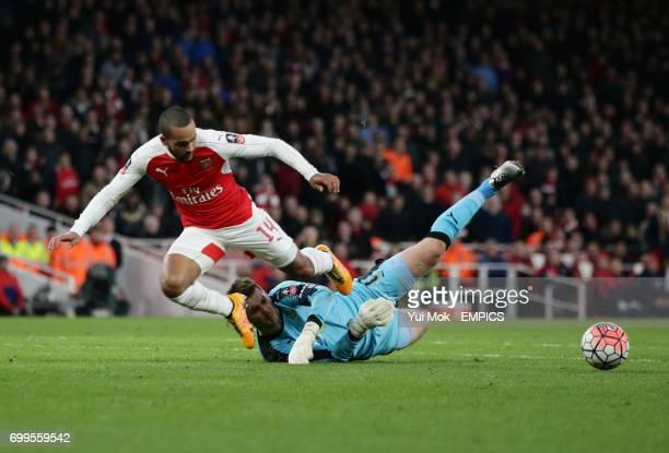 Arsenal's Theo Walcott is challenged by Burnley's goalkeeper Tom Heaton