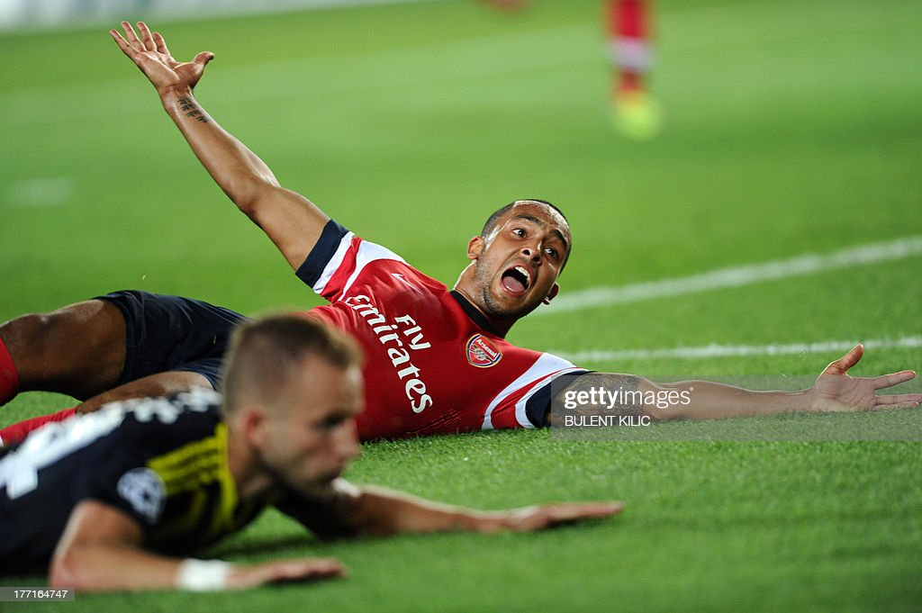 Arsenal's Theo Walcott (R) reacts against Fenerbahce during the UEFA Champions League Play Off first leg match at Sukru Saracoglu Stadium in Istanbul on August 21, 2013.