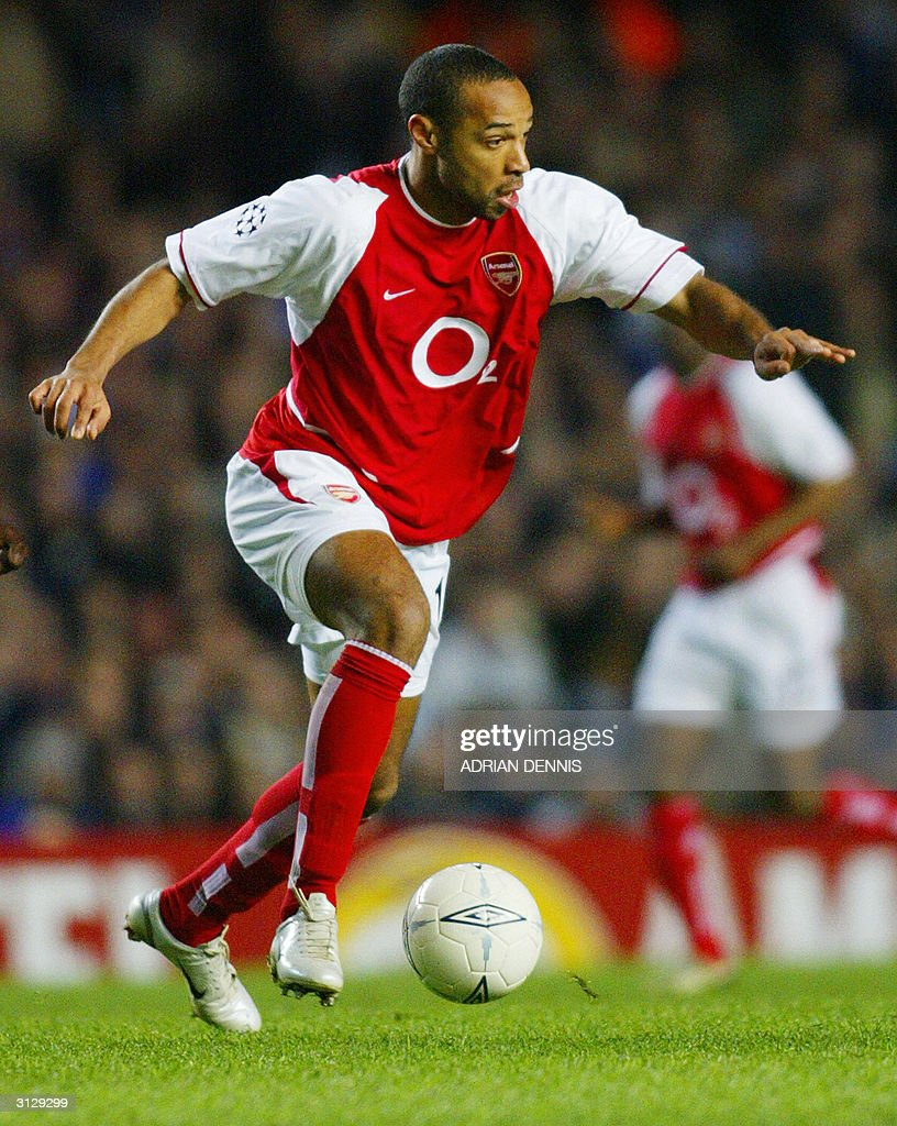 Arsenal's Thierry Henry move the ball on the pitch against Chelsea during their Champions League quarter-final football match 24 March, 2004 at Stamford Bridge, London. Chelsea and Arsenal tied 1-1.