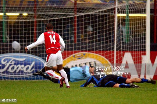 Arsenal's Thierry Henry slots the ball past Inter Milan's goalkeeper Francesco Toldo to score the opening goal