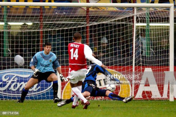 Arsenal's Thierry Henry slots the ball past Inter Milan's goalkeeper Francesco Toldo and Marco Materazzi to score the opening goal