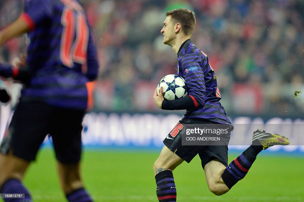 Arsenal´s Welsh midfielder Aaron Ramsey (R) celebrates after his French teammate striker Olivier Giroud (L) scored during the UEFA Champions League Round of 16 second-leg football match FC Bayern Munich vs FC Arsenal London at the Allianz arena in Munich, southern Germany, on March 13, 2013.