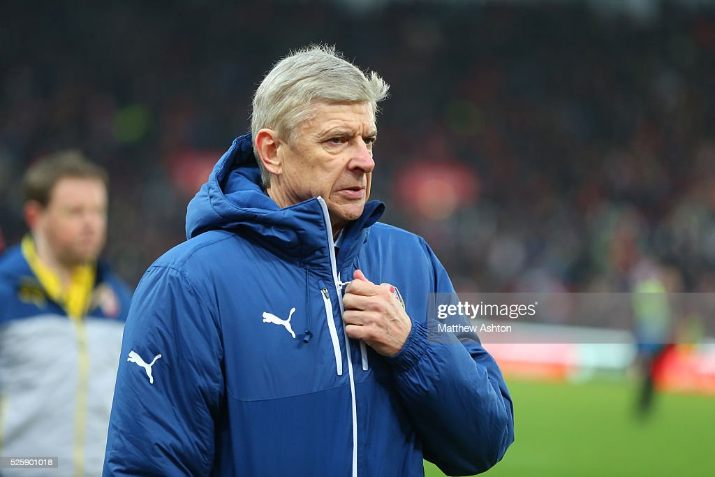 Soccer - Barclays Premier League - Stoke City v Arsenal : News Photo
