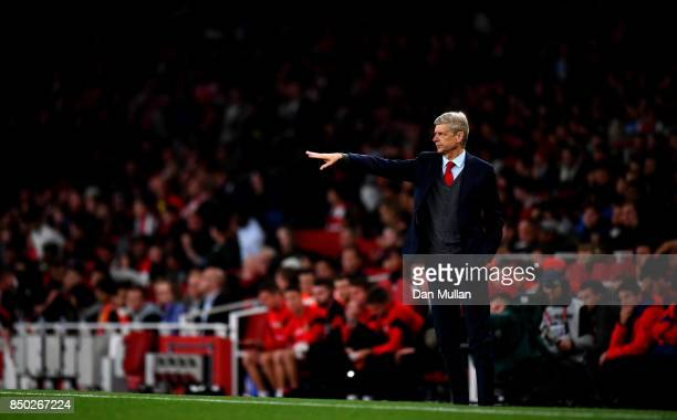 Arsene Wenger Manager of Arsenal gives his team instructions during the Carabao Cup Third Round match between Arsenal and Doncaster Rovers at...