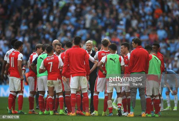 Arsene Wenger manager of Arsenal instructs players after the extra time half time during the Emirates FA Cup SemiFinal match between Arsenal and...