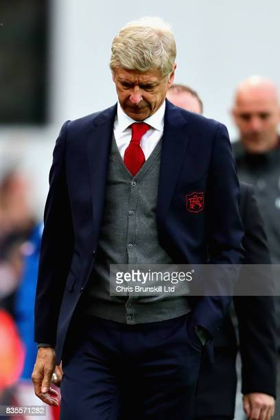 Arsene Wenger Manager of Arsenal looks dejected following the Premier League match between Stoke City and Arsenal at Bet365 Stadium on August 19 2017...