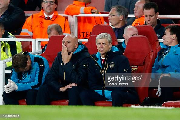Arsene Wenger manager of Arsenal looks dejected with assistant Steve Bould during the UEFA Champions League Group F match between Arsenal FC and...