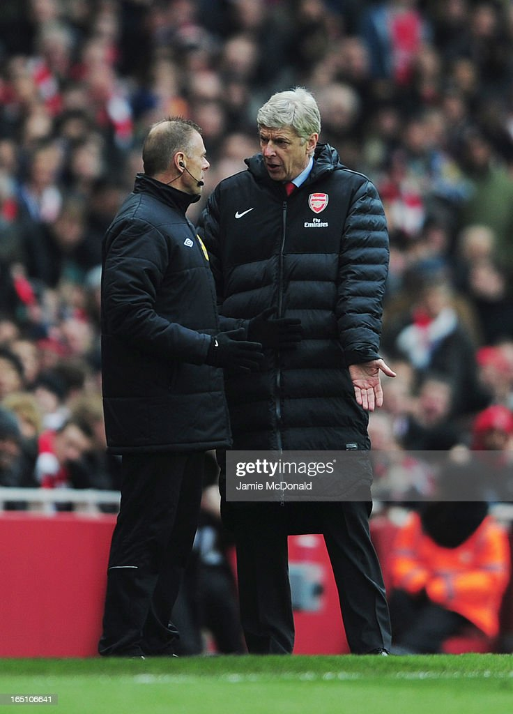 <a gi-track='captionPersonalityLinkClicked' href=/galleries/search?phrase=Arsene+Wenger&family=editorial&specificpeople=171184 ng-click='$event.stopPropagation()'>Arsene Wenger</a> manager of Arsenal protests to fourth official <a gi-track='captionPersonalityLinkClicked' href=/galleries/search?phrase=Mark+Halsey&family=editorial&specificpeople=224397 ng-click='$event.stopPropagation()'>Mark Halsey</a> during the Barclays Premier League match between Arsenal and Reading at Emirates Stadium on March 30, 2013 in London, England.