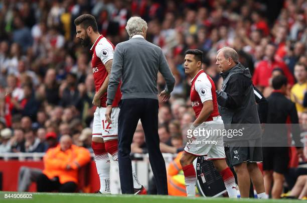 Arsene Wenger Manager of Arsenal speaks to Alexis Sanchez of Arsenal during the Premier League match between Arsenal and AFC Bournemouth at Emirates...
