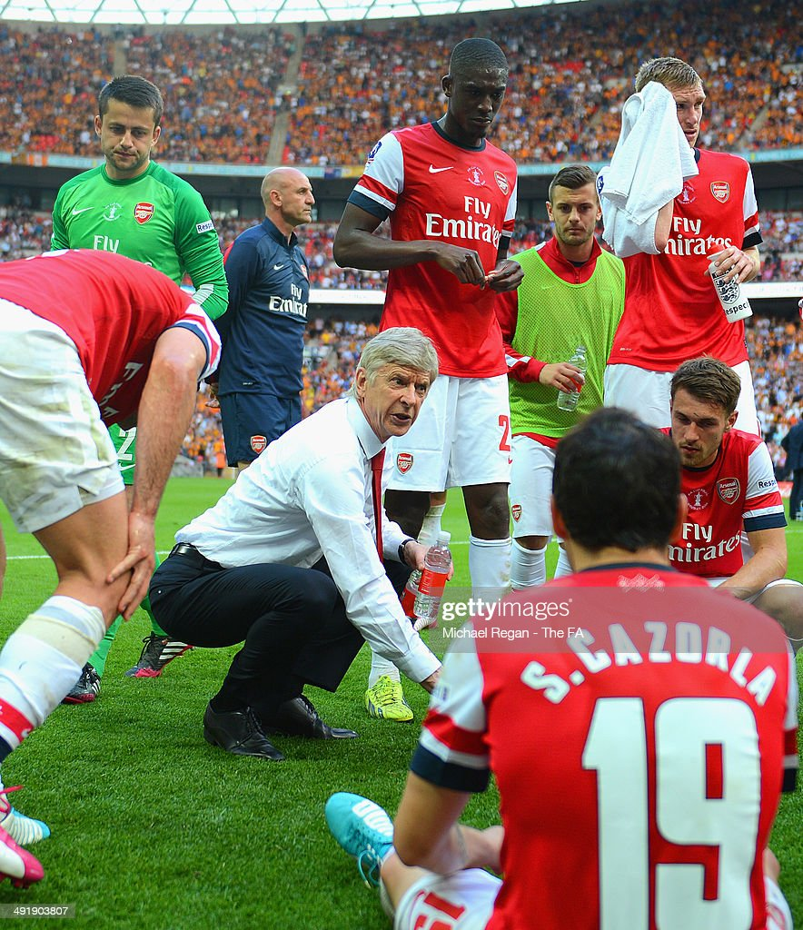 <a gi-track='captionPersonalityLinkClicked' href=/galleries/search?phrase=Arsene+Wenger&family=editorial&specificpeople=171184 ng-click='$event.stopPropagation()'>Arsene Wenger</a>, manager of Arsenal speaks with his players at the end of full-time before entering extra-time during the FA Cup with Budweiser Final match between Arsenal and Hull City at Wembley Stadium on May 17, 2014 in London, England.