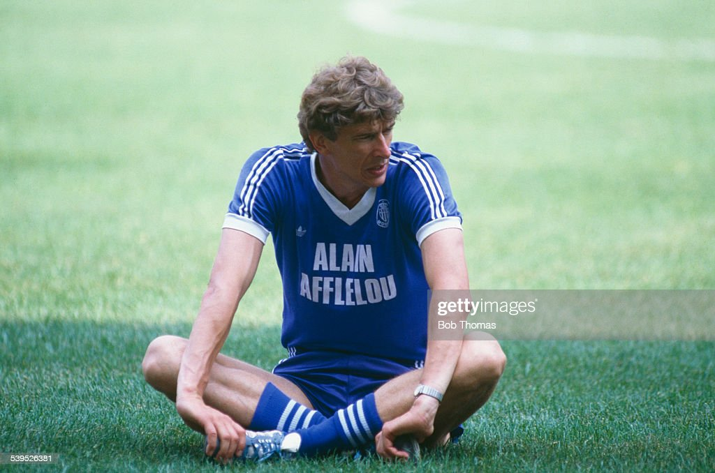 Arsene Wenger manager of the AS Monaco football team during a training session circa 1990