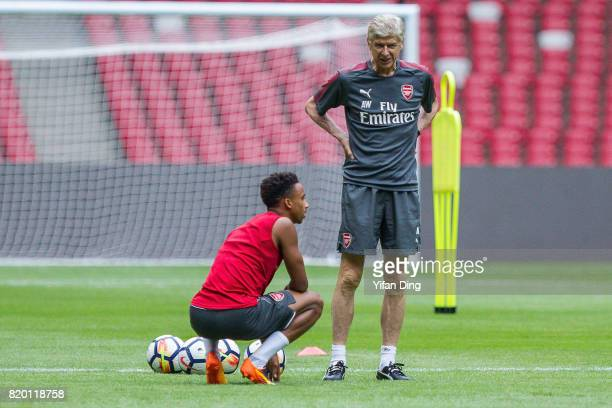 Arsene Wenger talks with Danny Welbeck During a training session at Birds Nest on July 21 2017 in Beijing China
