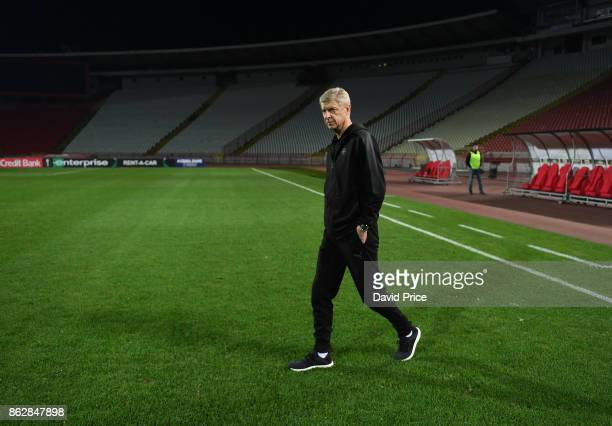 Arsene Wenger the Arsenal Manager checks the pitch after the Arsenal Press Conference ahead of the UEFA Europa League group H match between Crvena...