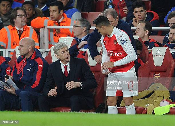 Arsene Wenger the Arsenal Manager gives Alexis Sanchez of Arsenal instructions during the match between Arsenal and Chelsea Emirates Stadium on...