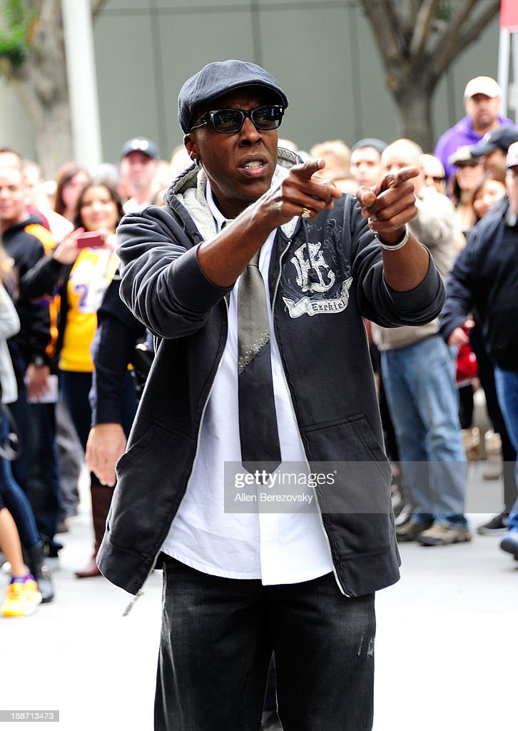 Arsenio Hall arrives at the LA Lakers game against the New York Knicks at the Staples Center on December 25, 2012 in Los Angeles, California.
