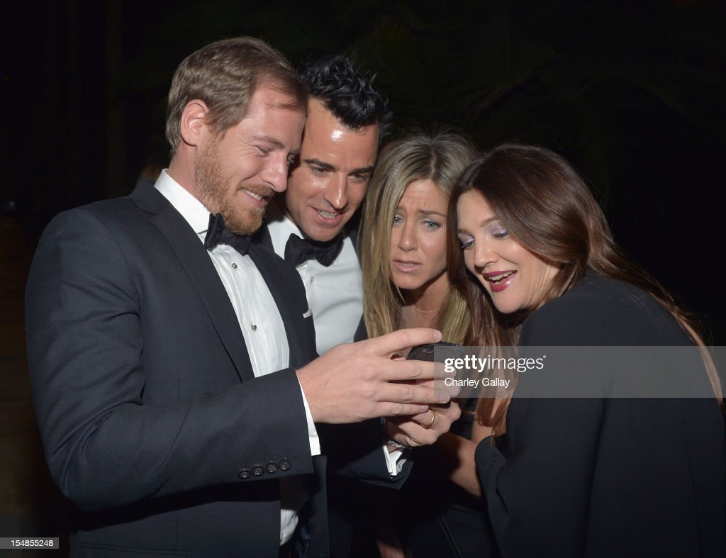 Art consultant Will Kopelman and actors <a gi-track='captionPersonalityLinkClicked' href=/galleries/search?phrase=Justin+Theroux&family=editorial&specificpeople=240634 ng-click='$event.stopPropagation()'>Justin Theroux</a>, <a gi-track='captionPersonalityLinkClicked' href=/galleries/search?phrase=Jennifer+Aniston&family=editorial&specificpeople=202048 ng-click='$event.stopPropagation()'>Jennifer Aniston</a> and <a gi-track='captionPersonalityLinkClicked' href=/galleries/search?phrase=Drew+Barrymore&family=editorial&specificpeople=201623 ng-click='$event.stopPropagation()'>Drew Barrymore</a> attend LACMA 2012 Art + Film Gala Honoring Ed Ruscha and Stanley Kubrick presented by Gucci at LACMA on October 27, 2012 in Los Angeles, California.