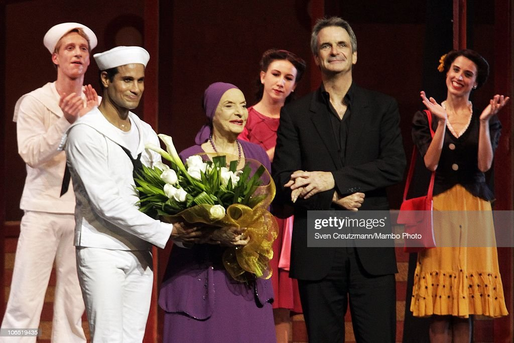 Art director of the American Ballet Theatre Kevin Mc Kenzie (2nd R) and Cuban dancer Jose Manuela Carreno (L) stand next to <a gi-track='captionPersonalityLinkClicked' href=/galleries/search?phrase=Alicia+Alonso&family=editorial&specificpeople=217756 ng-click='$event.stopPropagation()'>Alicia Alonso</a> (C), director of the Cuban Ballet and prima ballerina assoluta, at the end of a performance of the American Ballet Theatre (ABT) in the Karl Marx Theatre on November 3, 2010, in Havana, Cuba. It was the first performance of the ABT in Cuba in 50 years. The show is part of a week long celebration on occasion of the 50th anniversary of the Cuban Ballet and the 90th birthday of Alonso on December 21, 2010. Alonso started her career in New York where she got famous for her interpretation of Giselle.