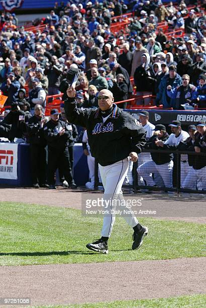 Art Howe the New York Mets' new manager tips his hat to a cheering opening day crowd before his team faced the Chicago Cubs at Shea Stadium The Cubs...