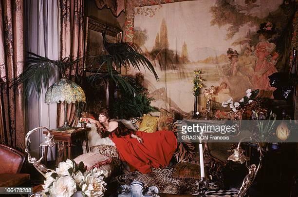 Juliette Greco Poses In A Belle Epoque Living Room Juliette GRECO en robe d'époque posant dans un salon style 1900 Ce salon qui pourrait être celui...