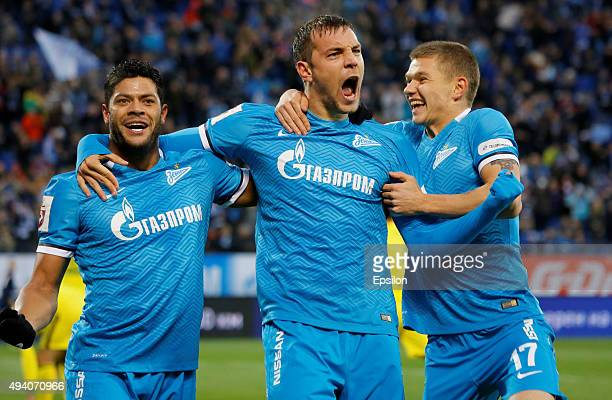 Artem Dzyuba celebrates his goal with Hulk and Oleg Shatov of FC Zenit St Petersburg during the Russian Football League match between FC Zenit St...