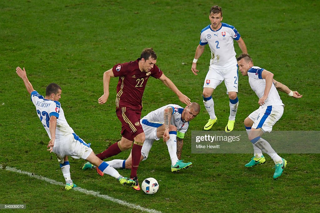 Artem Russia  city photos : Artem Dzyuba of Russia is surrounded by Slovakian players during the ...