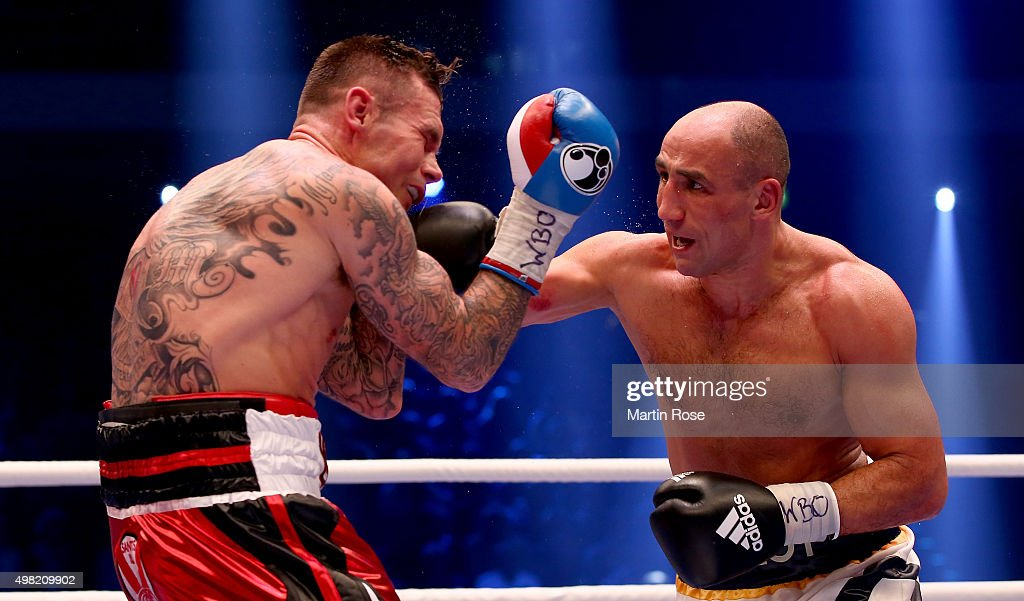 <a gi-track='captionPersonalityLinkClicked' href=/galleries/search?phrase=Arthur+Abraham&family=editorial&specificpeople=643669 ng-click='$event.stopPropagation()'>Arthur Abraham</a> (R) of Germany and Martin Murray of Great Britain exchange punches during the WBO World Championship Super Middleweight title fight at TUI Arena on November 21, 2015 in Hanover, Germany.