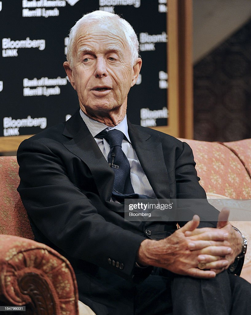 Arthur Levitt Jr., senior advisor for Promontory Financial Group, speaks at the Bloomberg Dealmaker Summit in New York, U.S., on Thursday, Oct. 25, 2012. The third Bloomberg Dealmakers Summit brings the biggest rainmakers in mergers and acquisitions and private equity to look at deal flow, leveraged buyouts and initial public offering activity from a sector-specific view, exploring, health care, technology and sports amidst the impending U.S. elections. Photographer: Peter Foley/Bloomberg via Getty Images
