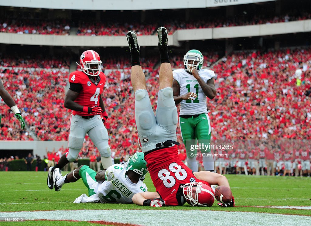 Arthur Lynch #88 of the Georgia Bulldogs makes a catch for a 2nd quarter touchdown against the North Texas Mean Green at Sanford Stadium on September 21, 2013 in Athens, Georgia.