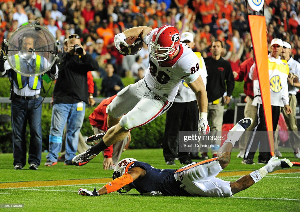Arthur Lynch #88 of the Georgia Bulldogs runs with a catch for a 4th quarter touchdown against <a gi-track='captionPersonalityLinkClicked' href=/galleries/search?phrase=Ryan+White&family=editorial&specificpeople=225044 ng-click='$event.stopPropagation()'>Ryan White</a> #19 of the Auburn Tigers at Jordan-Hare Stadium on November 16, 2013 in Auburn Alabama.