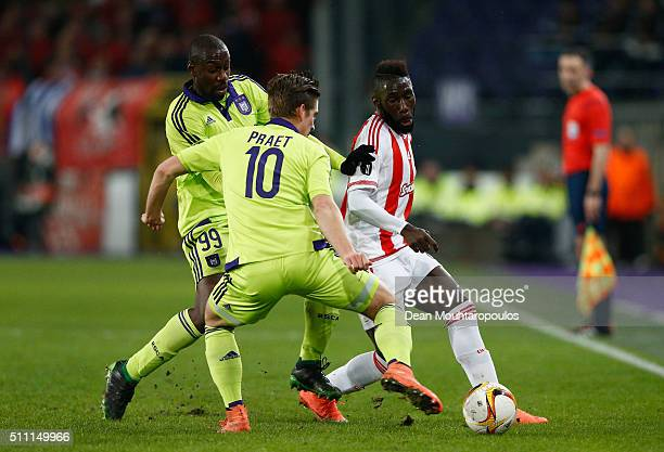 Arthur Masuaku of Olympiacos controls the ball under pressure of Stefano Okaka Chuka and Dennis Praet of Anderlecht during the UEFA Europa League...
