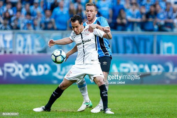Arthur of Gremio battles for the ball against Rodriguinho of Corinthians during the match Gremio v Corinthians as part of Brasileirao Series A 2017...