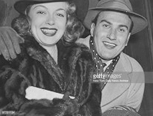 Artie Shaw and bride Lana Turner arrive at Grand Central