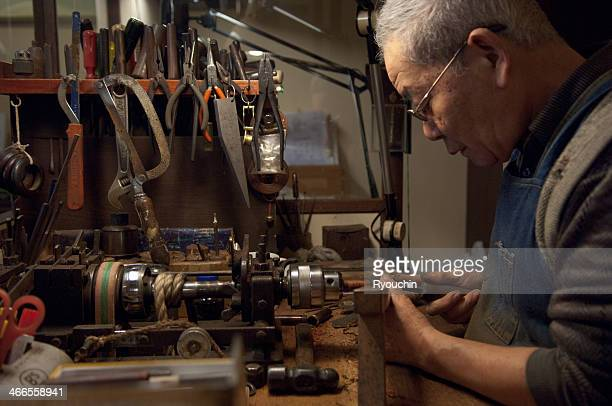 artisan of the fountain pen, craftsman