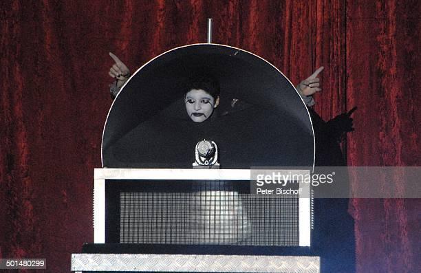Artist als gefangener Vampir Show 'Circus Belly' 'Stars of Cinema' Bremen Deutschland Europa Auftritt Manege Circuszelt Zelt Kostüm Promi AS DIG PNr...