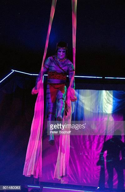 Artist als 'Navi' aus KinoFilm 'A v a t a r' mit Bänder Artistik Show 'Circus Belly' 'Stars of Cinema' Bremen Deutschland Europa Auftritt Manege...