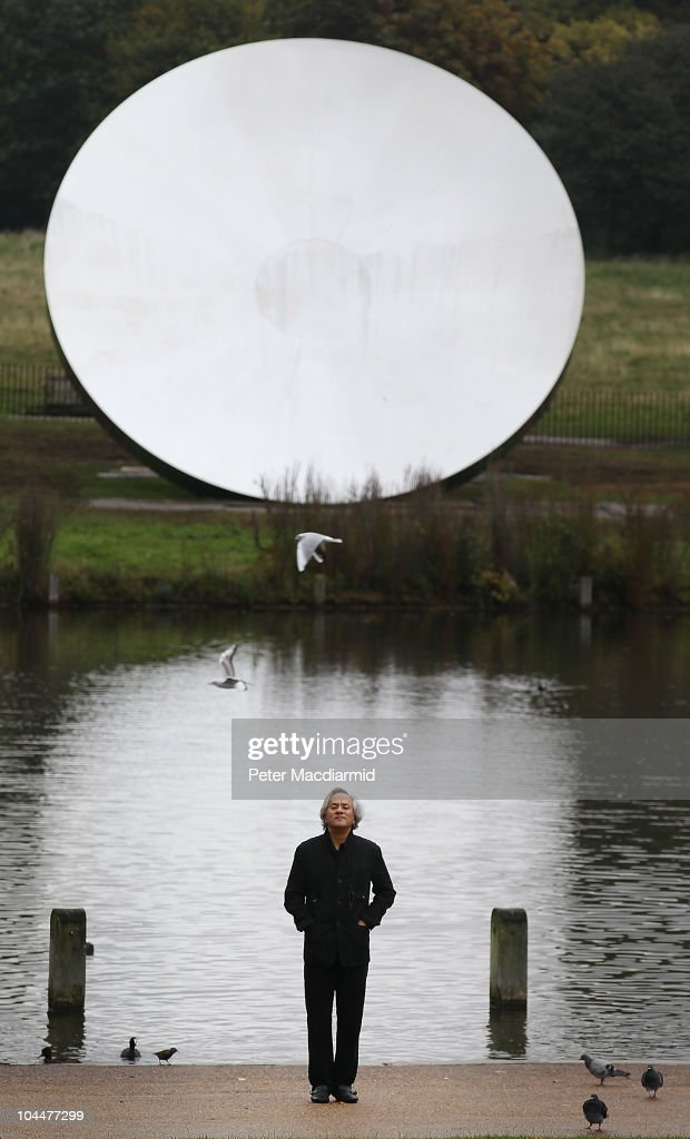 Artist <a gi-track='captionPersonalityLinkClicked' href=/galleries/search?phrase=Anish+Kapoor&family=editorial&specificpeople=3965986 ng-click='$event.stopPropagation()'>Anish Kapoor</a> stands in front of his sculpture Sky Mirror 2006 in Kensington Gardens on September 27, 2010 in London, England. Four works are being displayed in the park in an exhibition entitled 'Turing the World Upside Down' and will be open to the public from September 28, 2010 to March 13, 2011.
