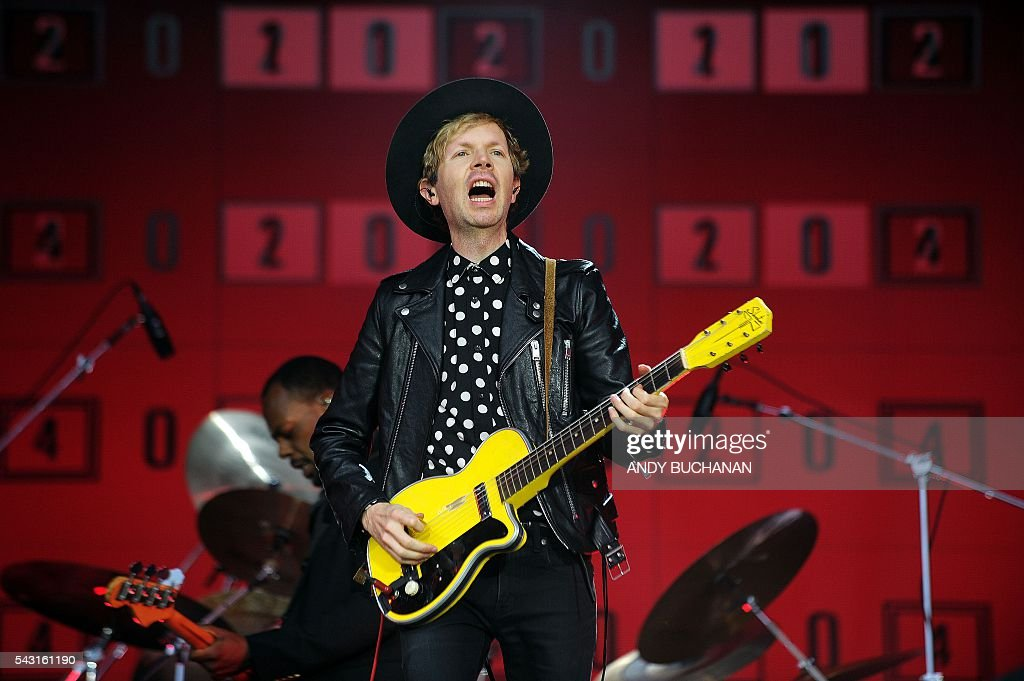 US artist Beck (Beck Hansen) performs on the Pyramid stage on day five of the Glastonbury Festival of Music and Performing Arts on Worthy Farm near the village of Pilton in Somerset, South West England on June 26, 2016. / AFP / Andy Buchanan