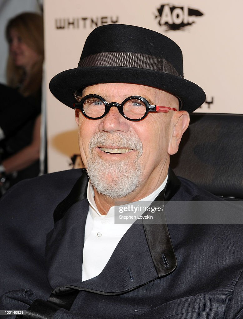 Artist <a gi-track='captionPersonalityLinkClicked' href=/galleries/search?phrase=Chuck+Close&family=editorial&specificpeople=234797 ng-click='$event.stopPropagation()'>Chuck Close</a> attends the 2010 Whitney Gala and Studio Party at The Whitney Museum of American Art on October 26, 2010 in New York City.