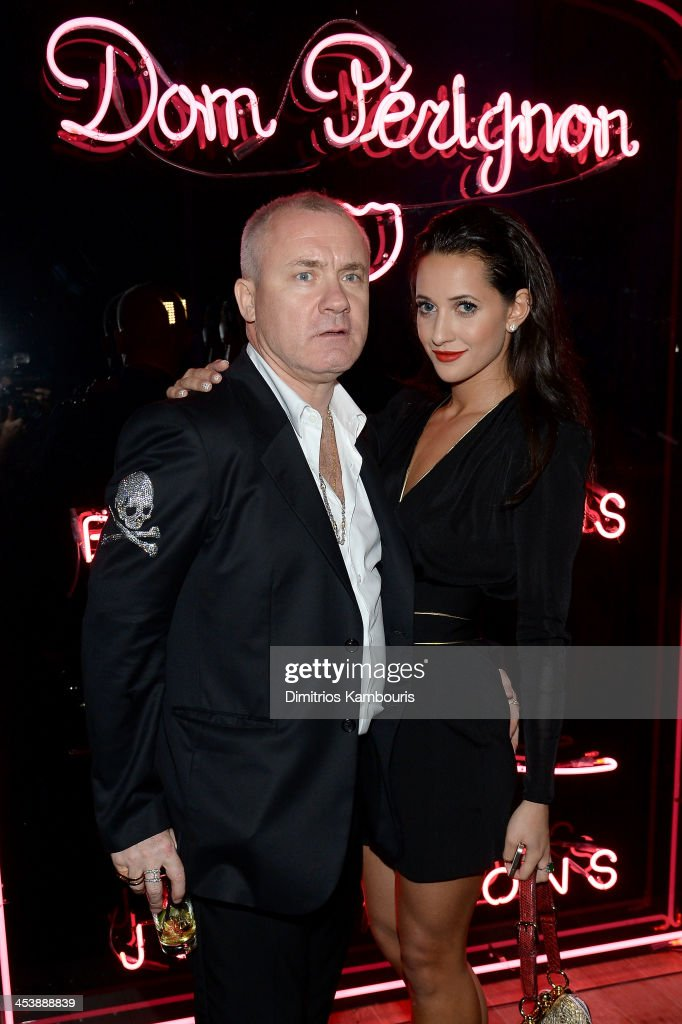 Artist <a gi-track='captionPersonalityLinkClicked' href=/galleries/search?phrase=Damien+Hirst&family=editorial&specificpeople=215142 ng-click='$event.stopPropagation()'>Damien Hirst</a> (L) and Roxie Nafousi attend the Aby Rosen & Samantha Boardman Dinner at The Dutch on December 5, 2013 in Miami Beach, Florida.