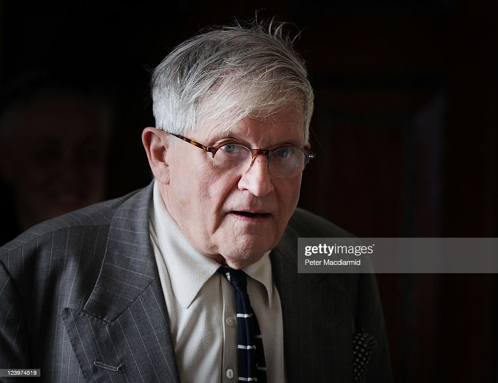 Artist David Hockney arrives for photocall at The Royal Academy of Arts on September 7 2011 in London England Hockney is promoting an exhibition of...