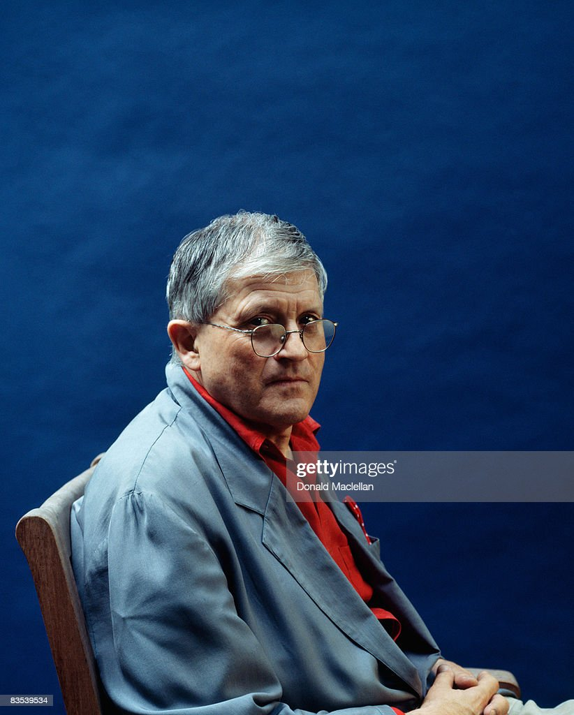 Artist David Hockney poses for a portrait shoot in London 25th April 1995