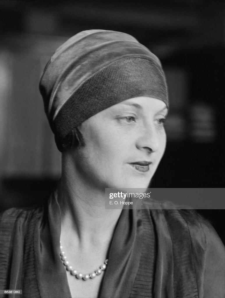 Artist Dorothy Elaine Vicaji (1880 - 1945), 1921.