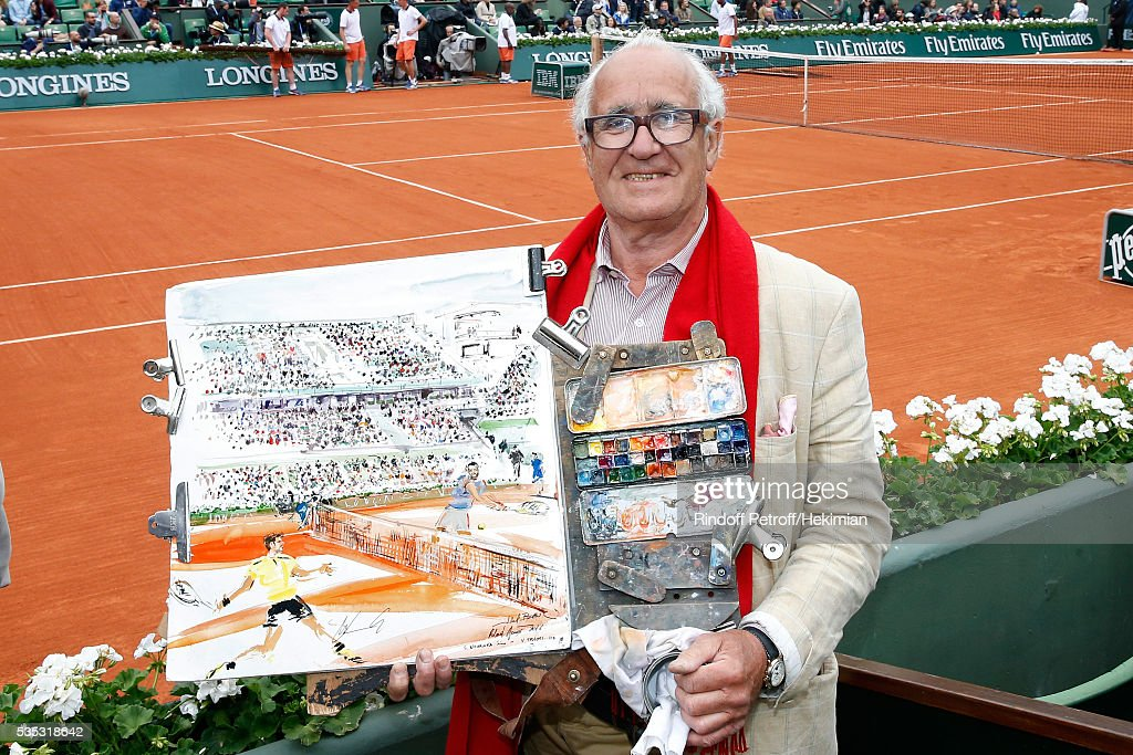 Artist drawer Joel Blanc draws during Day Height of the 2016 French Tennis Open at Roland Garros on May 29, 2016 in Paris, France.