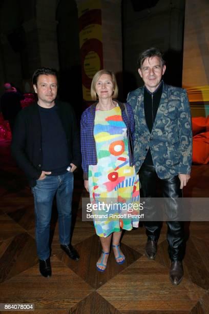Artist JeanMichel Othoniel Director of the Giacometti Foundation Catherine Grenier and artist Johan Creten attend the 'Bal Jaune Elastique 2017'...